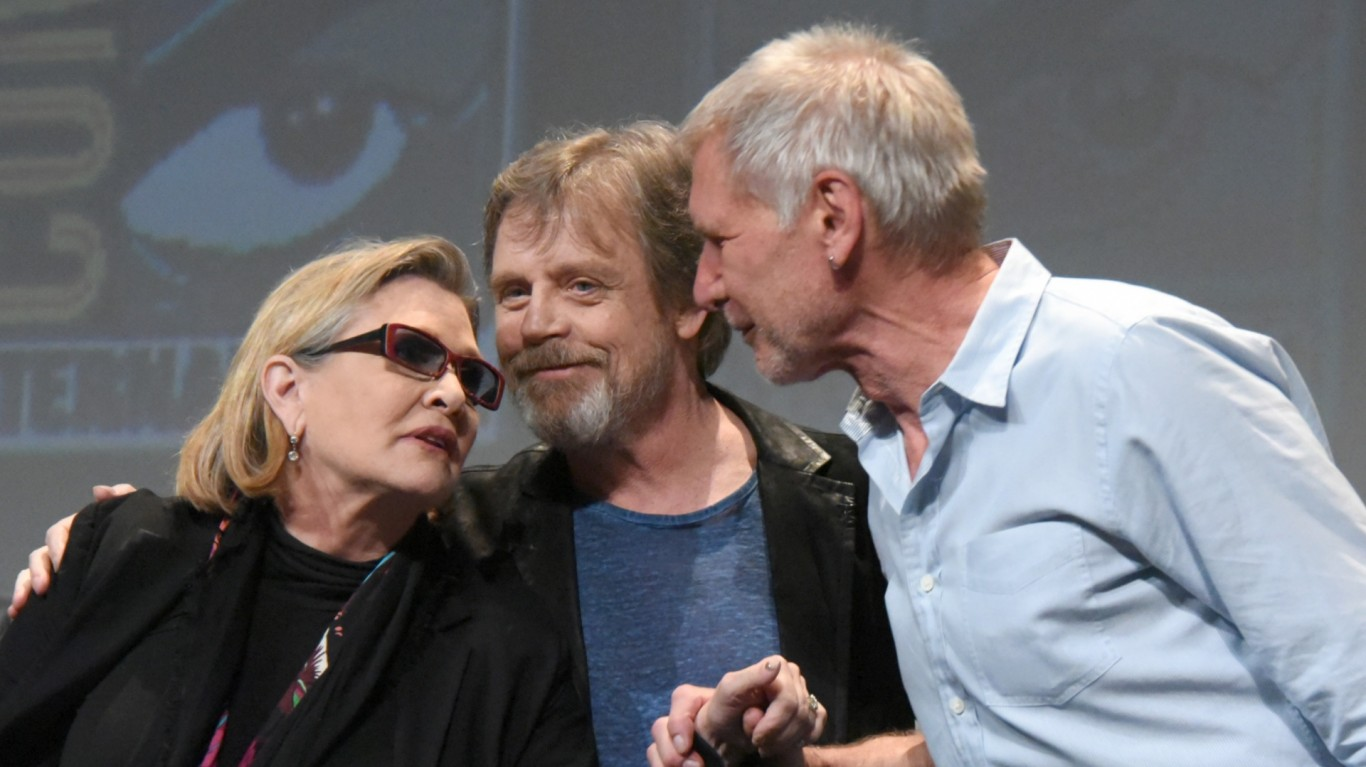 Ellen DeGeneres and Carrie Fisher sell Star Wars tickets on the sidewalk